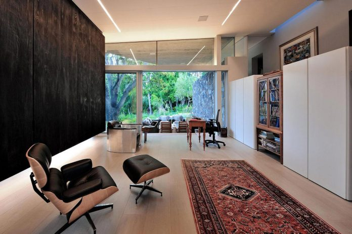 open-plan-house-defined-simplicity-lifestyle-ease-use-beautiful-wooded-riverside-site-constantia-valley-18