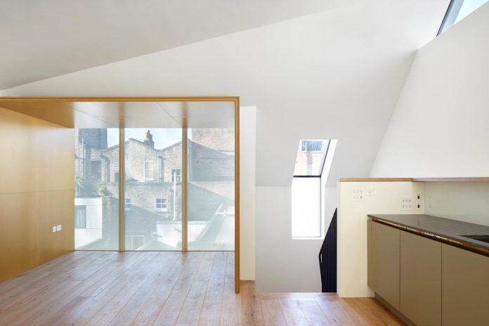 re-imagine-georgian-house-lightwell-front-internal-stair-one-side-08