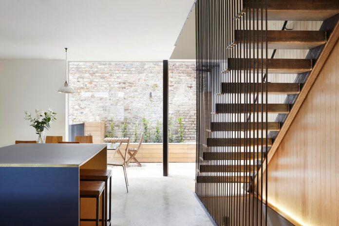 re-imagine-georgian-house-lightwell-front-internal-stair-one-side-10