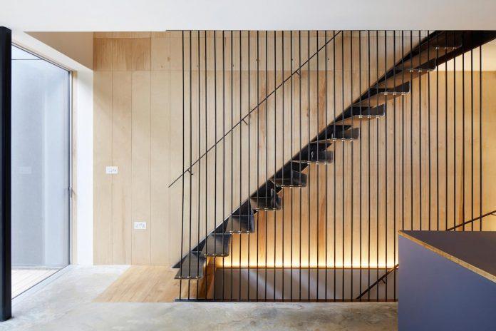 re-imagine-georgian-house-lightwell-front-internal-stair-one-side-11