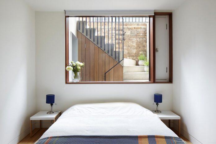 re-imagine-georgian-house-lightwell-front-internal-stair-one-side-15