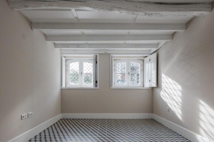 refurbish-abandoned-xix-century-bourgeois-house-convert-set-5-apartments-08