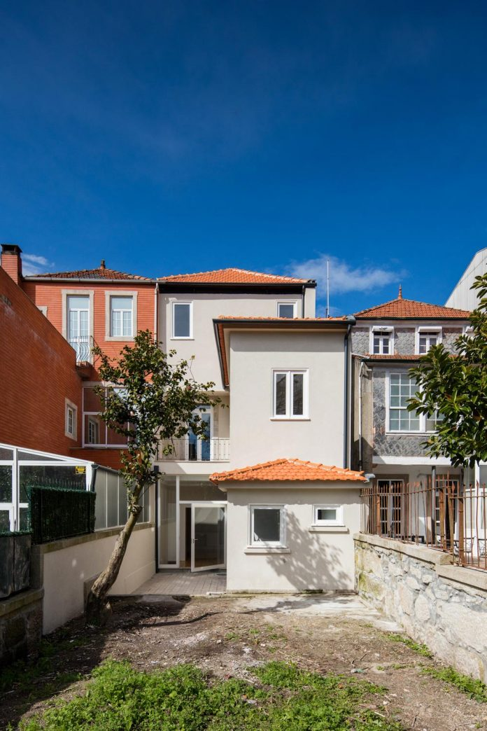refurbish-abandoned-xix-century-bourgeois-house-convert-set-5-apartments-10