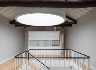 Refurbish an abandoned XIX century bourgeois house and convert it into a set of 5 apartments