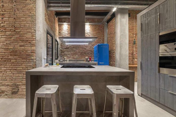 refurbishment-old-carpenters-workshop-stylish-loft-brick-stone-walls-06