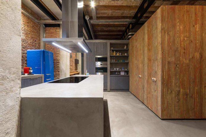 refurbishment-old-carpenters-workshop-stylish-loft-brick-stone-walls-07