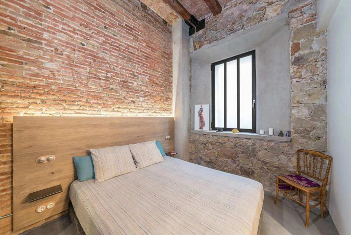 refurbishment-old-carpenters-workshop-stylish-loft-brick-stone-walls-17