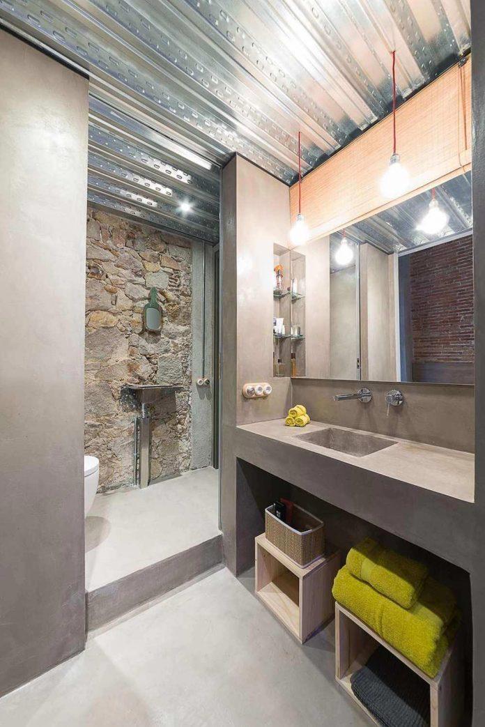refurbishment-old-carpenters-workshop-stylish-loft-brick-stone-walls-19