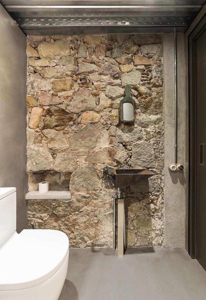 refurbishment-old-carpenters-workshop-stylish-loft-brick-stone-walls-21