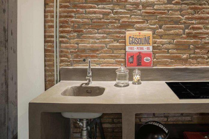 refurbishment-old-carpenters-workshop-stylish-loft-brick-stone-walls-23