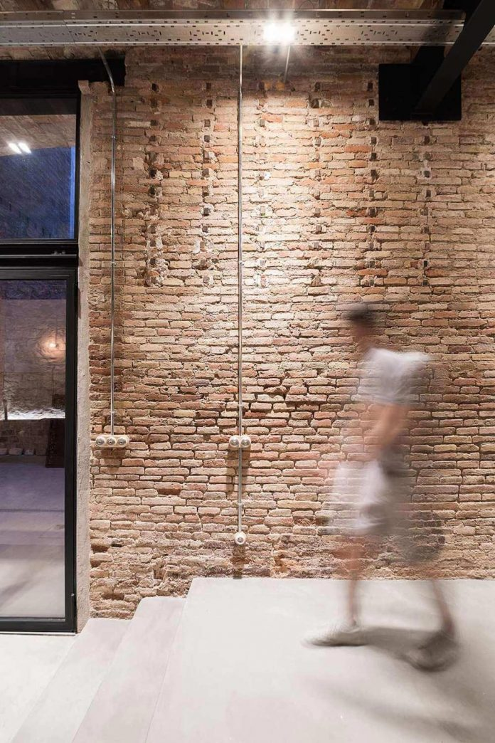 refurbishment-old-carpenters-workshop-stylish-loft-brick-stone-walls-25