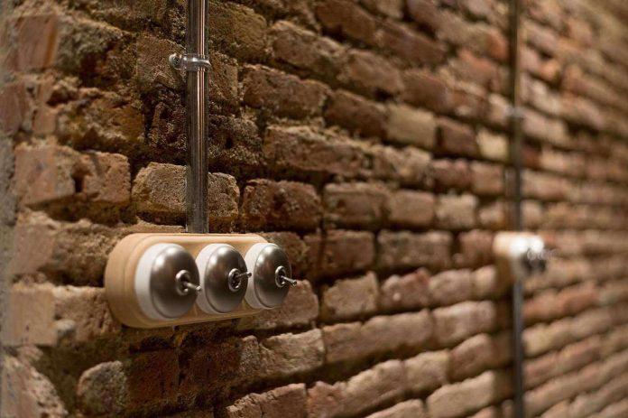 refurbishment-old-carpenters-workshop-stylish-loft-brick-stone-walls-26