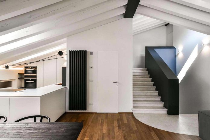 renovation-extension-old-attic-contemporary-spacious-home-10