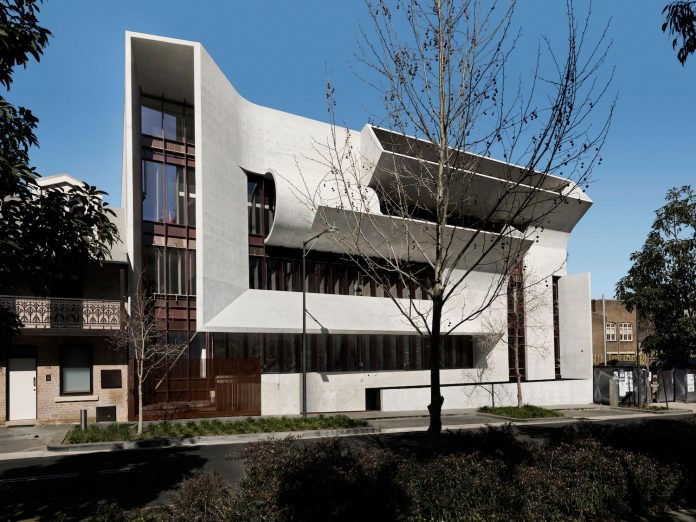 serene-living-spaces-monumental-halls-behind-facade-sculpted-concrete-19