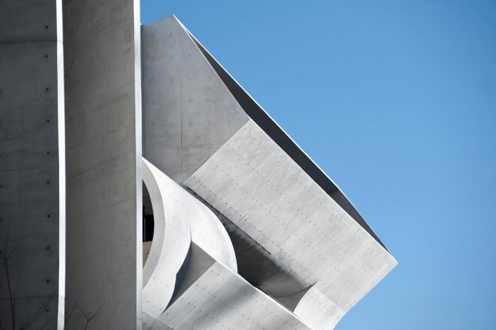 serene-living-spaces-monumental-halls-behind-facade-sculpted-concrete-21