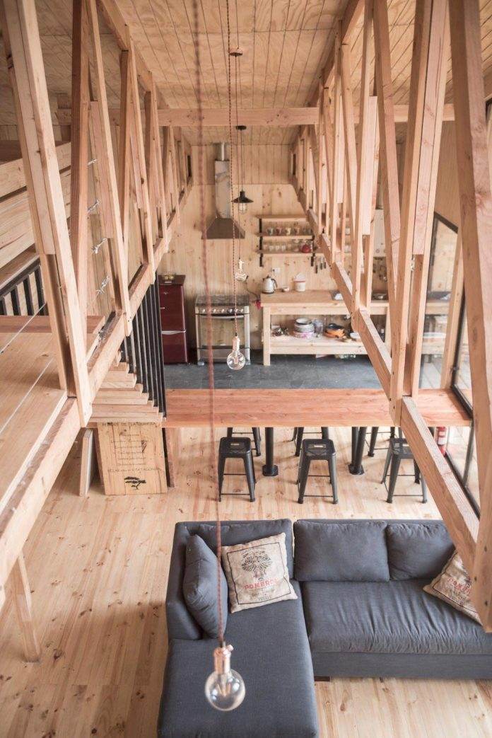 simple-pine-wooden-shed-includes-spacious-living-room-awesome-forrest-views-09