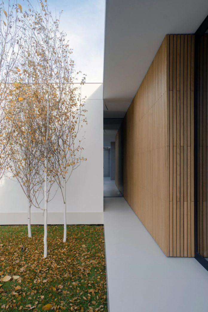 single-storey-pavilion-glass-concrete-wood-located-suburbs-chisinau-06