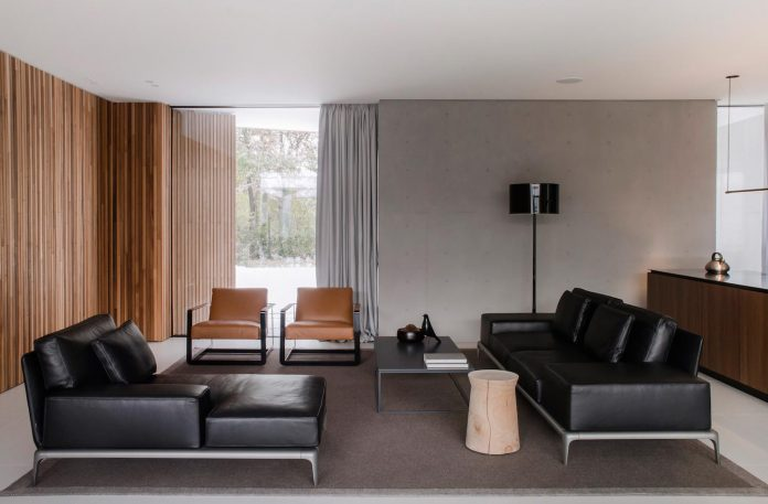 single-storey-pavilion-glass-concrete-wood-located-suburbs-chisinau-10