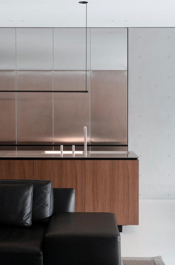 single-storey-pavilion-glass-concrete-wood-located-suburbs-chisinau-12