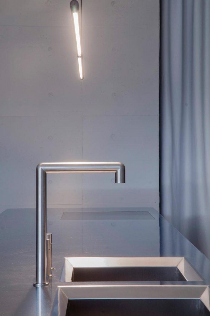 single-storey-pavilion-glass-concrete-wood-located-suburbs-chisinau-13