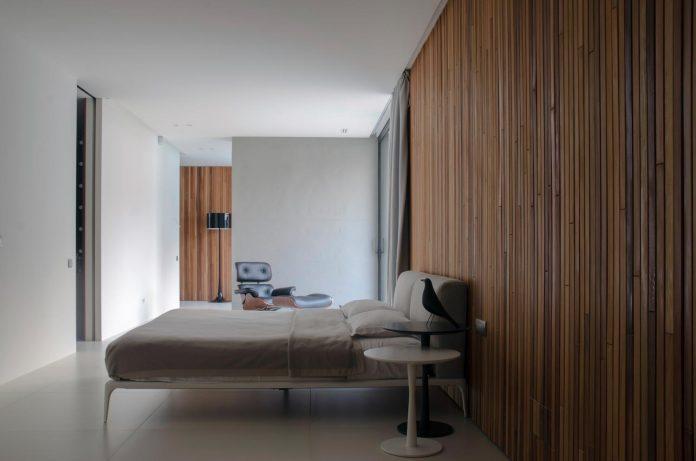 single-storey-pavilion-glass-concrete-wood-located-suburbs-chisinau-20