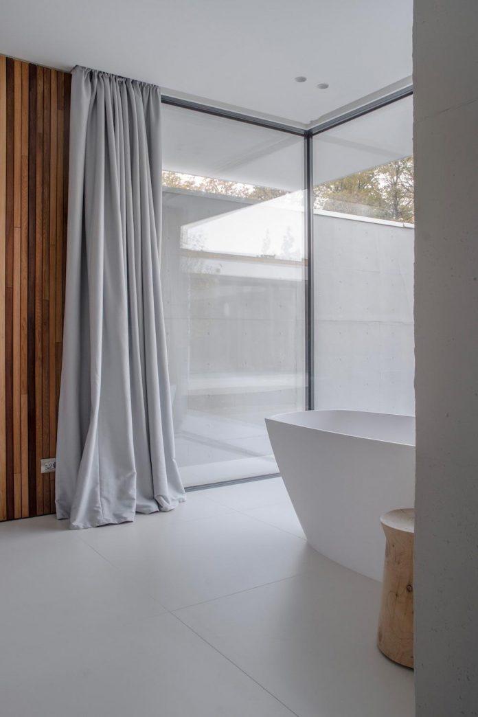 single-storey-pavilion-glass-concrete-wood-located-suburbs-chisinau-21