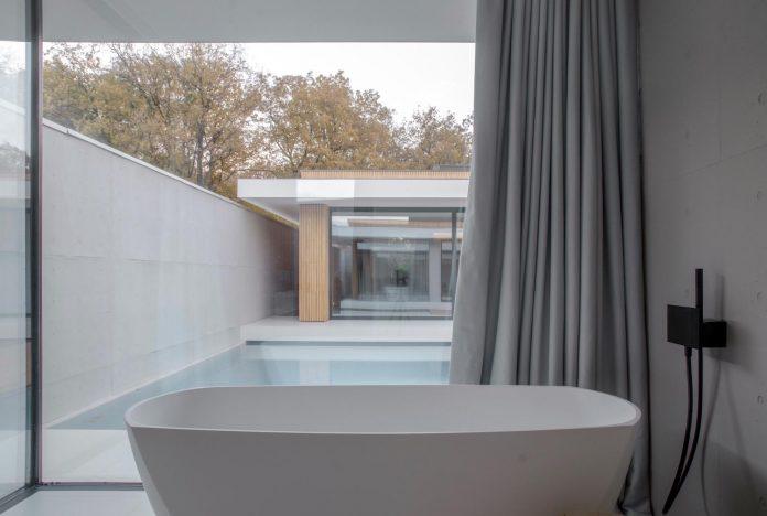 single-storey-pavilion-glass-concrete-wood-located-suburbs-chisinau-22