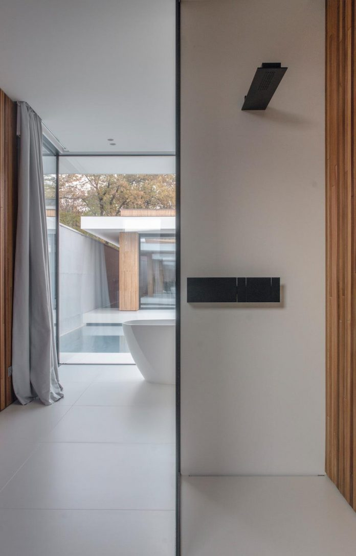 single-storey-pavilion-glass-concrete-wood-located-suburbs-chisinau-23