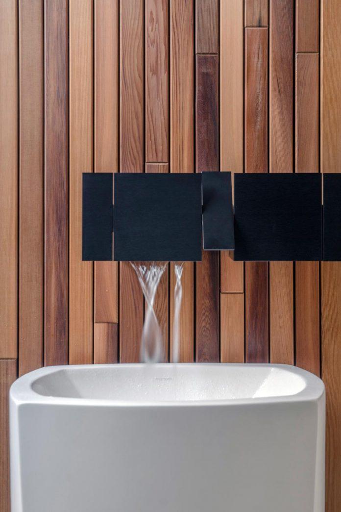 single-storey-pavilion-glass-concrete-wood-located-suburbs-chisinau-26