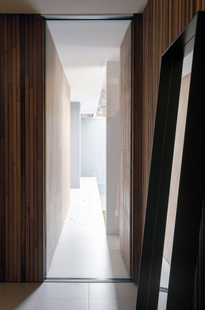 single-storey-pavilion-glass-concrete-wood-located-suburbs-chisinau-27