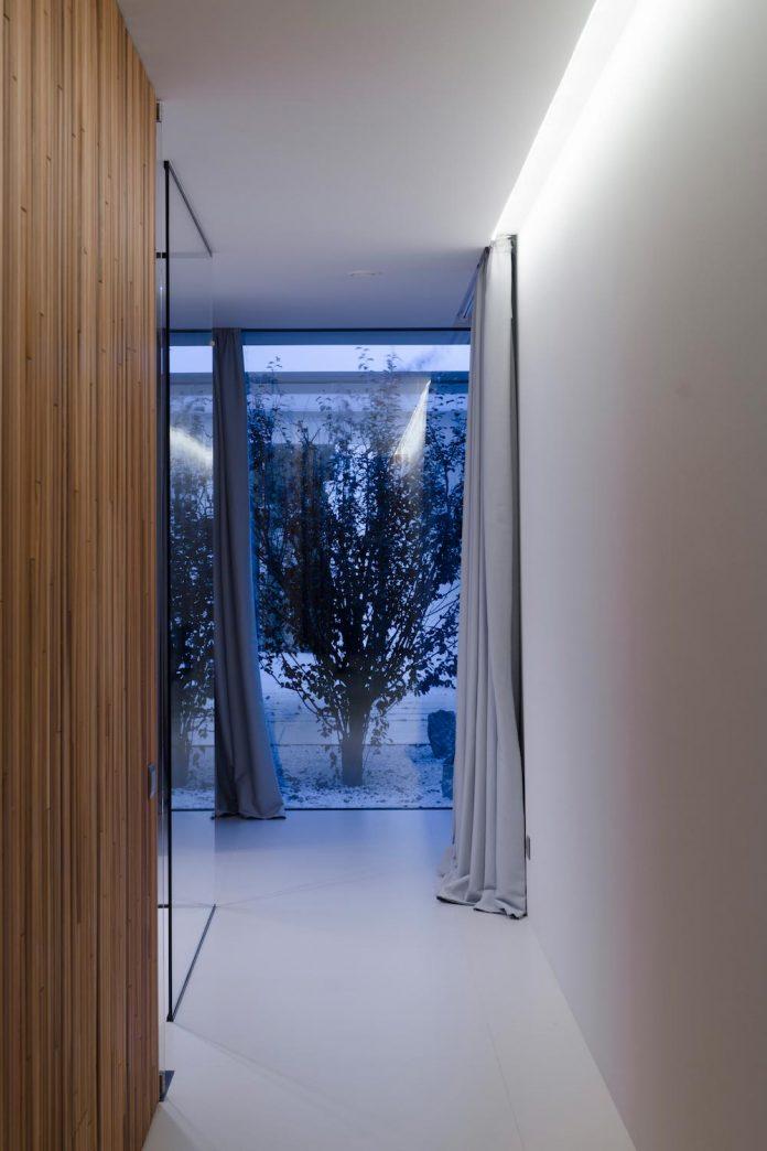 single-storey-pavilion-glass-concrete-wood-located-suburbs-chisinau-28
