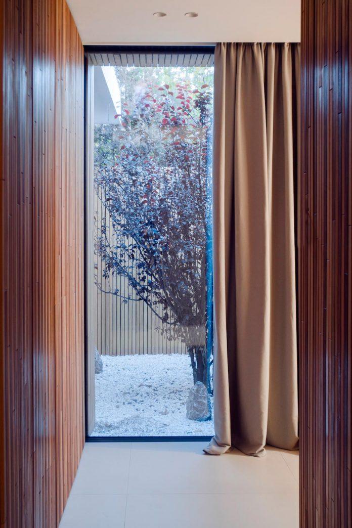 single-storey-pavilion-glass-concrete-wood-located-suburbs-chisinau-29