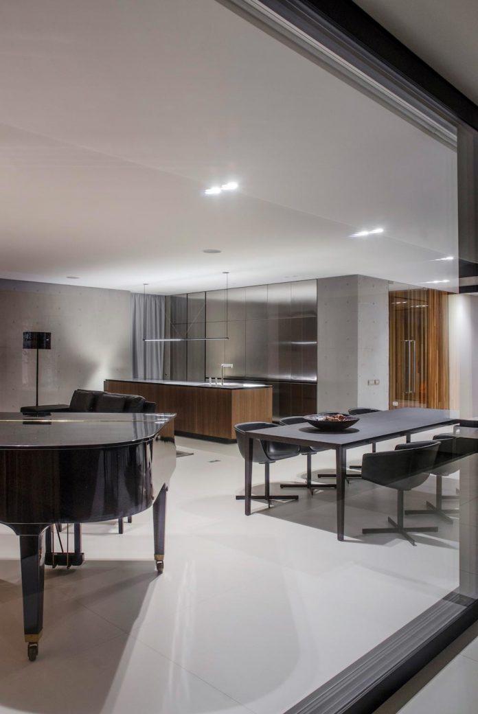 single-storey-pavilion-glass-concrete-wood-located-suburbs-chisinau-34