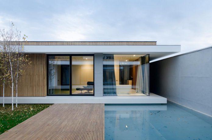 single-storey-pavilion-glass-concrete-wood-located-suburbs-chisinau-37