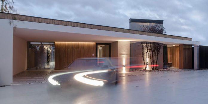 single-storey-pavilion-glass-concrete-wood-located-suburbs-chisinau-39