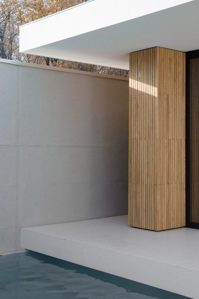 single-storey-pavilion-glass-concrete-wood-located-suburbs-chisinau-43