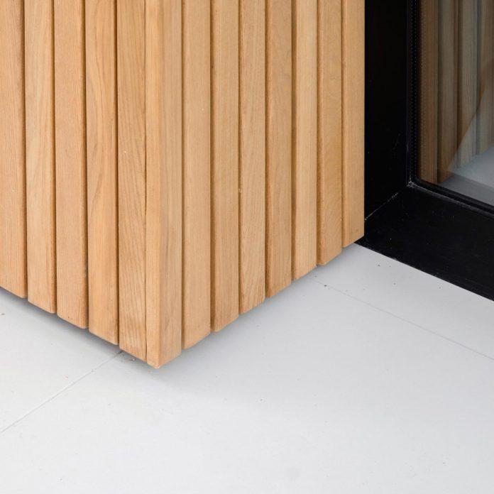 single-storey-pavilion-glass-concrete-wood-located-suburbs-chisinau-45