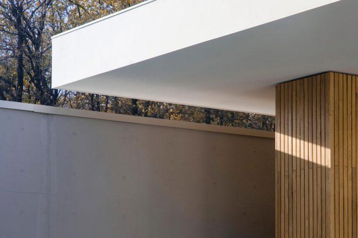 single-storey-pavilion-glass-concrete-wood-located-suburbs-chisinau-46