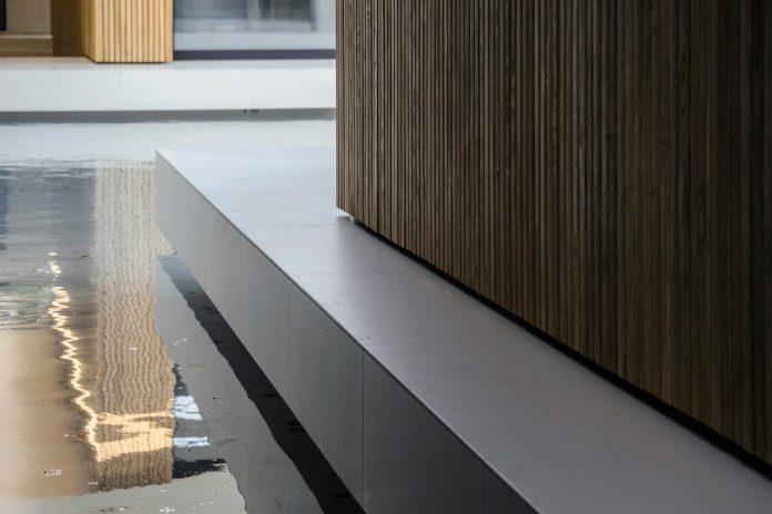 single-storey-pavilion-glass-concrete-wood-located-suburbs-chisinau-48