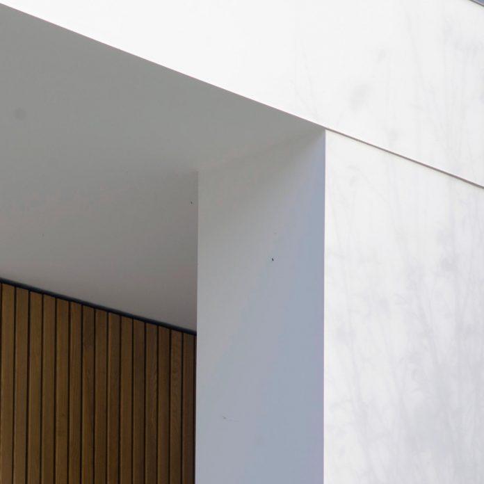 single-storey-pavilion-glass-concrete-wood-located-suburbs-chisinau-49