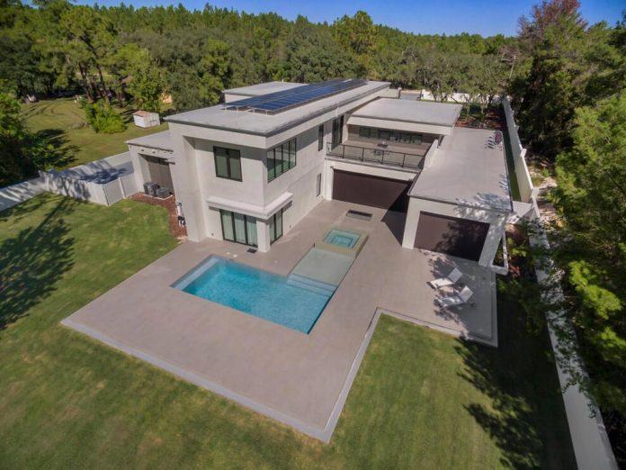 solar-chic-clean-modern-designed-residence-florida-03