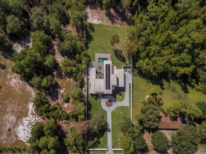solar-chic-clean-modern-designed-residence-florida-17