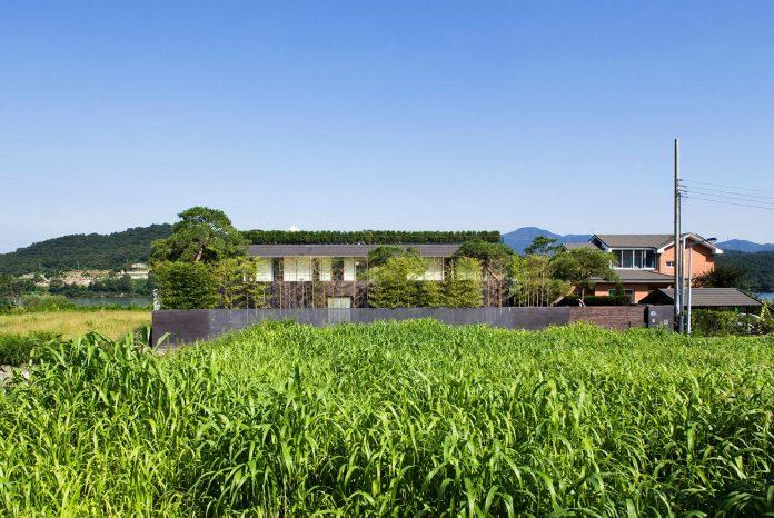 spacious-modern-residence-gyeonggi-south-korea-great-views-lake-01