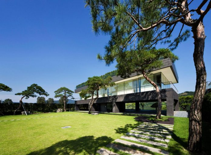 spacious-modern-residence-gyeonggi-south-korea-great-views-lake-05