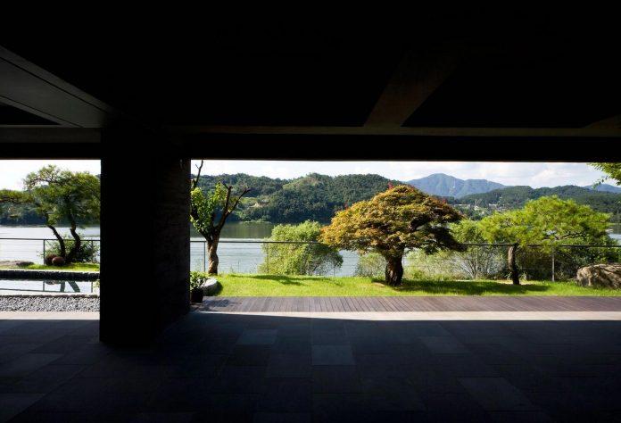 spacious-modern-residence-gyeonggi-south-korea-great-views-lake-12