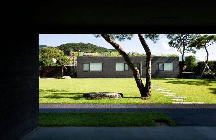 spacious-modern-residence-gyeonggi-south-korea-great-views-lake-13