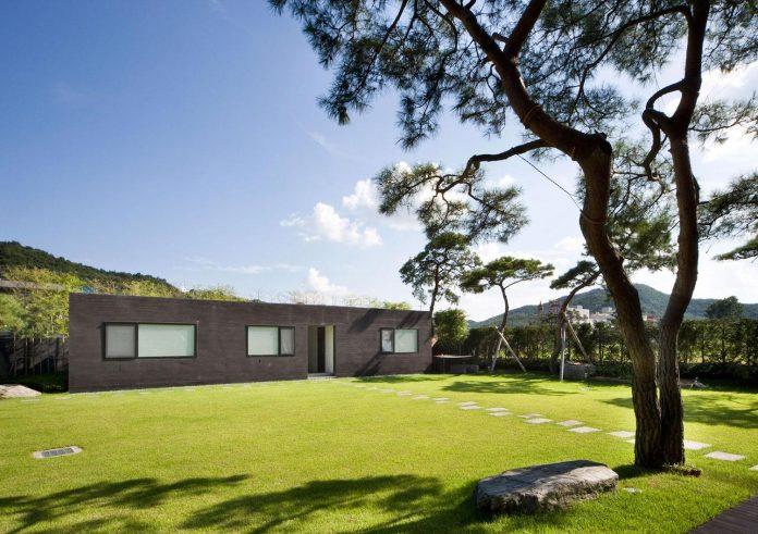 spacious-modern-residence-gyeonggi-south-korea-great-views-lake-14