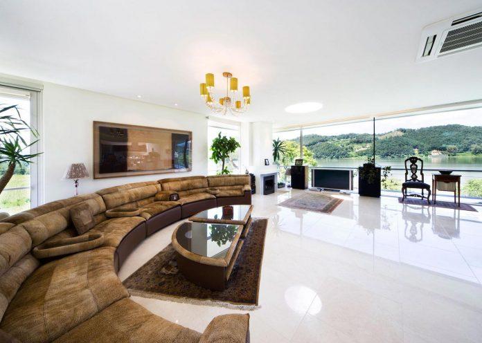 spacious-modern-residence-gyeonggi-south-korea-great-views-lake-16