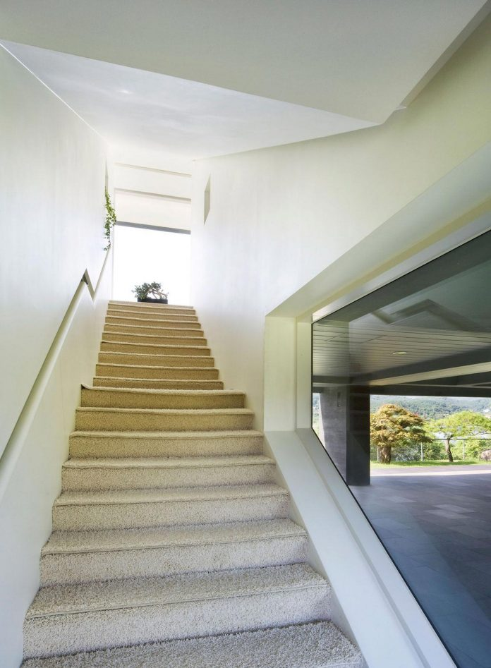 spacious-modern-residence-gyeonggi-south-korea-great-views-lake-18