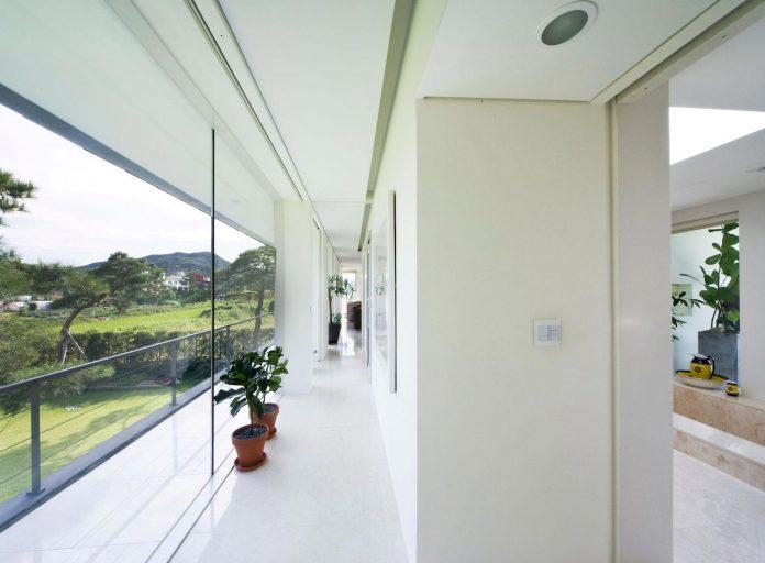 spacious-modern-residence-gyeonggi-south-korea-great-views-lake-20